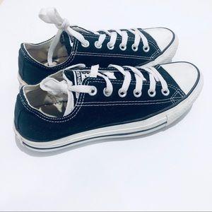 Converse Women's Chuck Taylor  Casual Sneakers sz7